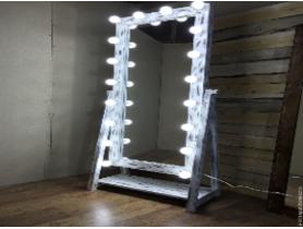 Напольное зеркало — прекрасная идея!